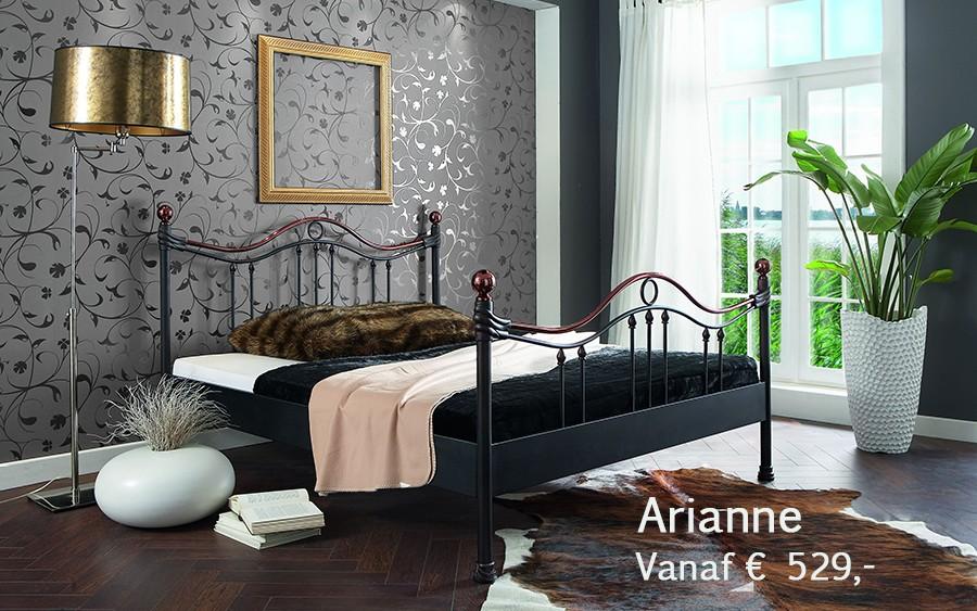 Dico model Arianne is een Romantisch metalen bed naar keuze verkrijgbaar in BiColour. (tweekleurig metaal)